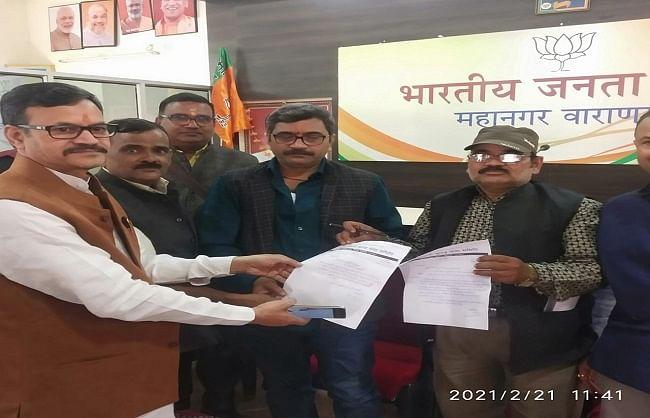 भाजपा महानगर कार्यालय में राज्यमंत्री नीलकंठ तिवारी ने लोगों की फरियाद सुनी