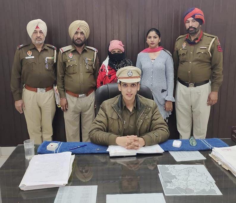 female-smuggler-arrested-for-supplying-heroin
