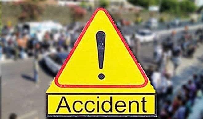 महाराष्ट्र : सड़क किनारे खड़े ट्रक से टकराई एसयूवी, चार लोगों की मौत