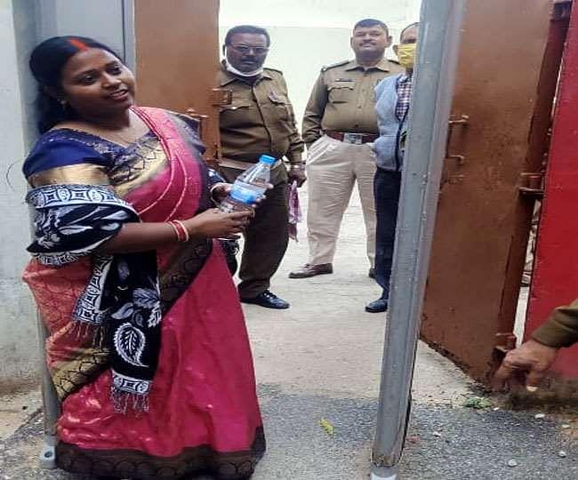 मुख्यमंत्री के काफिले पर हमले के  मामले में आरोपित वार्ड पार्षद ने किया सरेंडर
