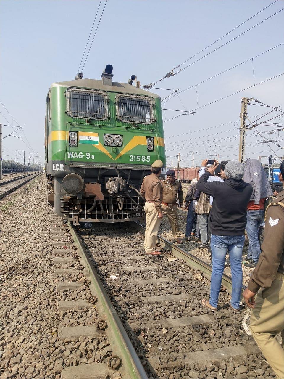 कानपुर पहुंची मालगाड़ी पर हुई फायरिंग के साक्ष्य फॉरेसिक टीम ने जुटाए