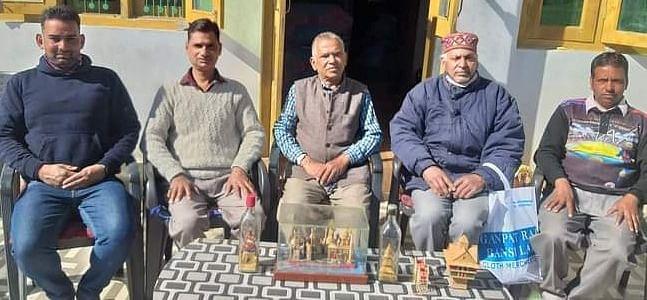 बांस शिल्प और बोतल के अंदर मंदिर बनाने की कला में माहिर हैं तेज राम सोनी