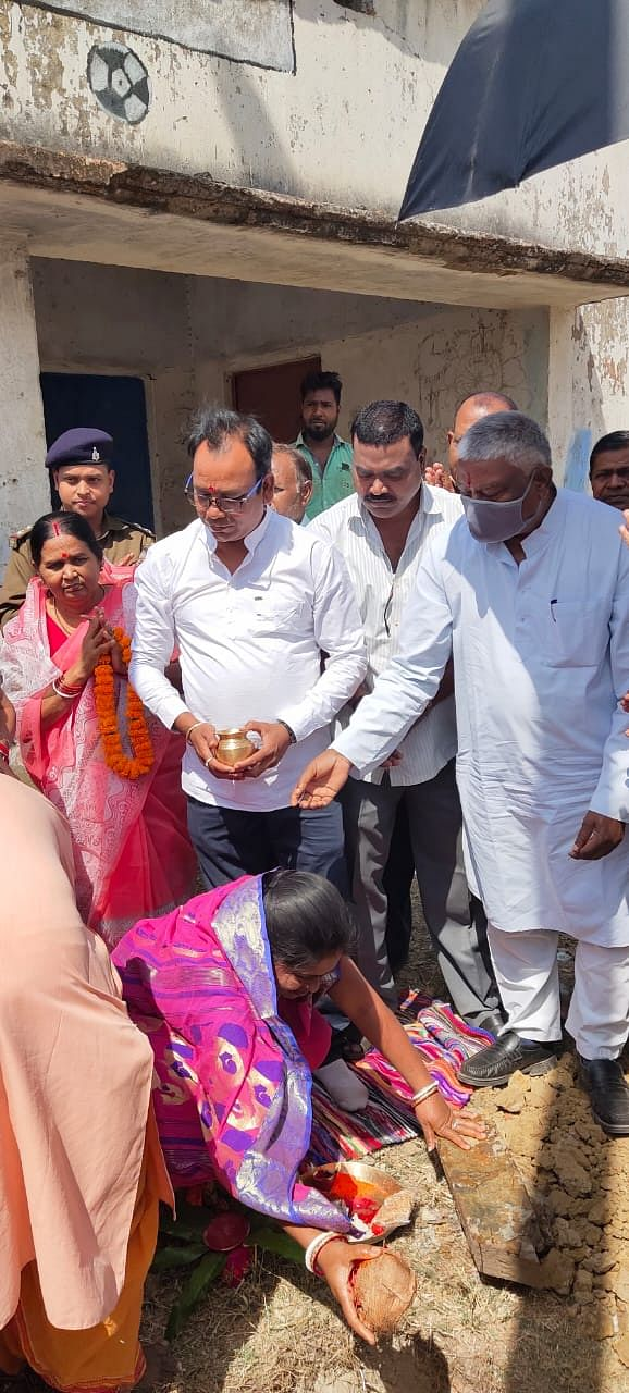 mla-inaugurated-the-work-of-installing-electric-poles