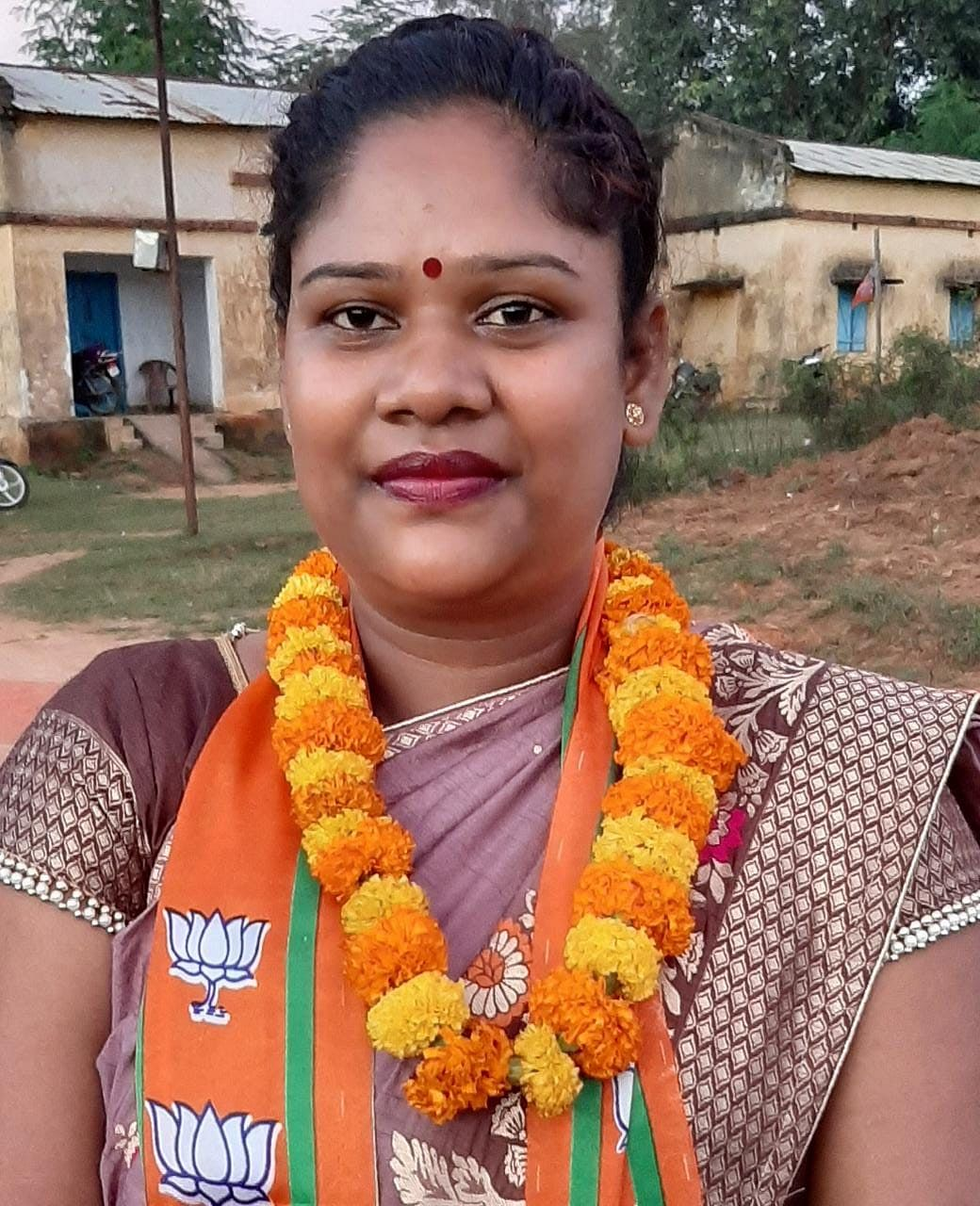 in-a-short-time-jonika-gudiya-created-a-separate-identity-in-politics-and-social-sector