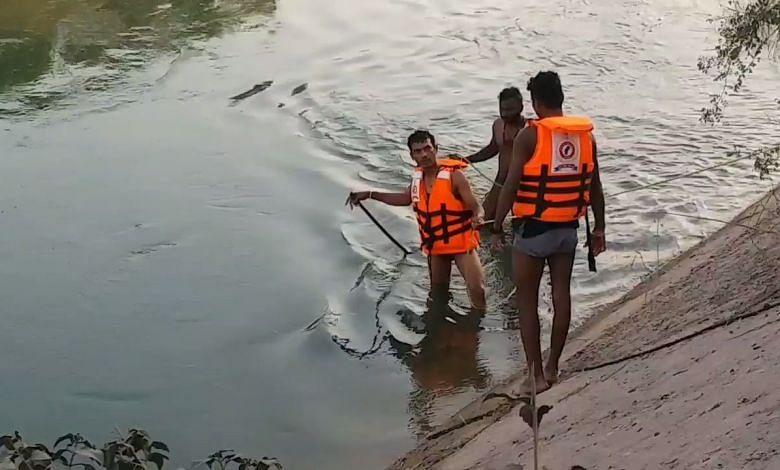 कोरबा : नहर में डूबे युवक का दूसरे दिन भी नहीं चल पाया पता, रेस्क्यू अभी भी जारी