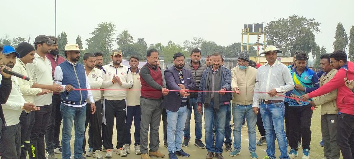 सुशांत सिंह  राजपूत मेमोरियल क्रिकेट टूर्नामेंट हुआ  आगाज