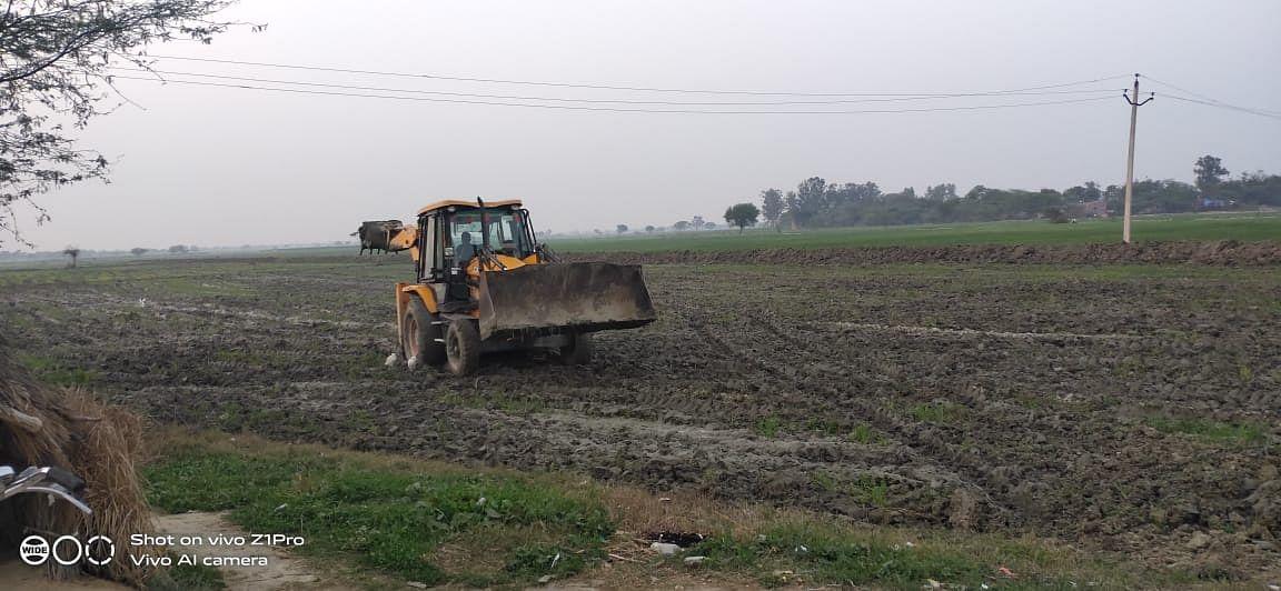 अशोकपुरी फर्म पर लगातार दूसरे दिन भी बेशकीमती जमीन को जिला प्रशासन ने कराया कब्जा मुक्ति