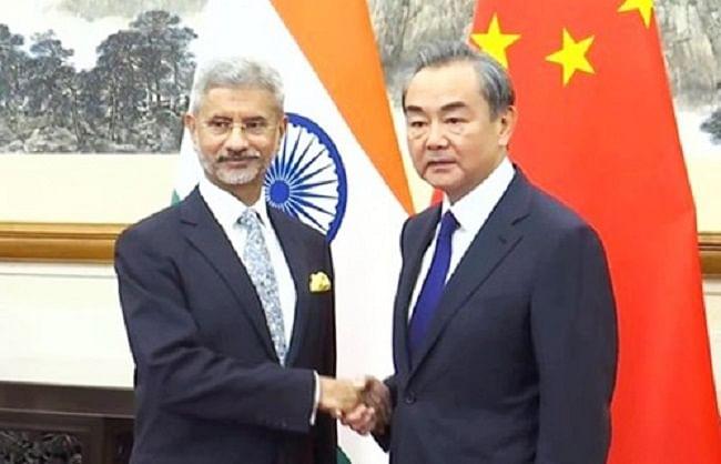 भारत और चीनी विदेश मंत्री के बीच 75 मिनट तक बातचीत