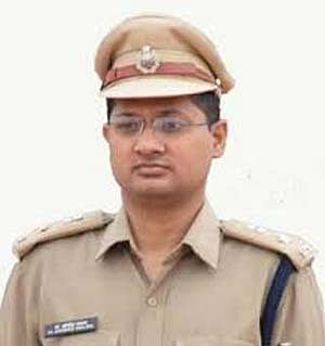 dantewada-taking-commission-in-construction-works-beating-the-suspects-of-whistleblowing-is-the-truth-of-naxalism---dr-abhishek-pallava