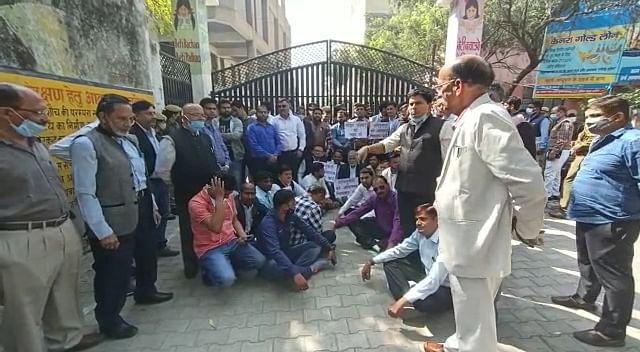 ऊर्जा मंत्री श्रीकांत शर्मा की बैठक के दौरान वकीलों का हंगामा