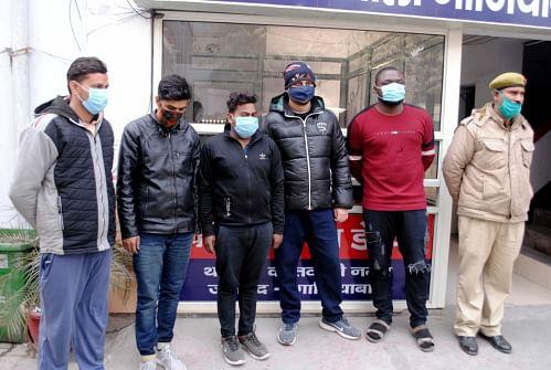 गाजियाबाद : विदेशी नागरिक समेत पांच गिरफ्तार