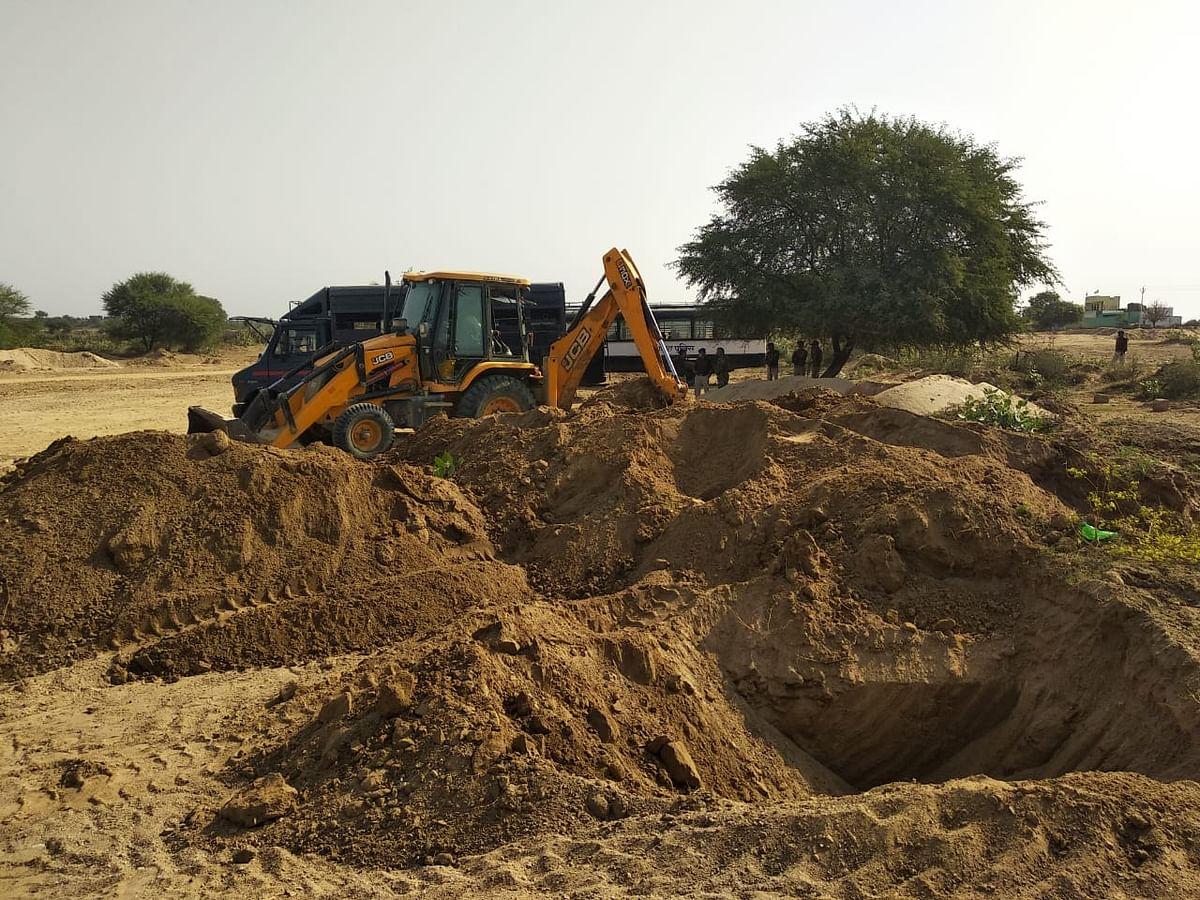 अपडेट.. रेत माफियाओं के खिलाफ बड़ी कार्रवाई, एक करोड़ की रेत को किया गया नष्ट