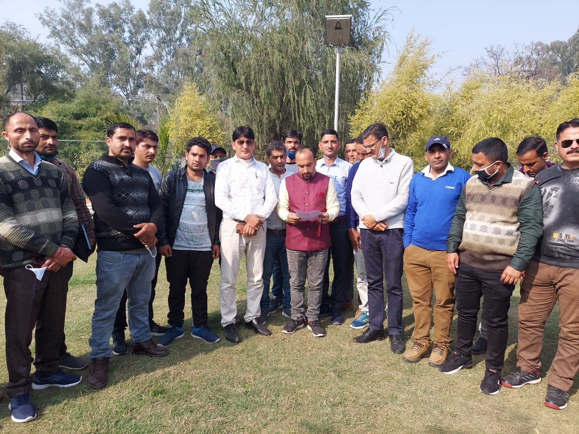 jammu-and-kashmir-teachers-association-raises-issues-of-teacher-fraternity-in-front-of-ceo-kathua