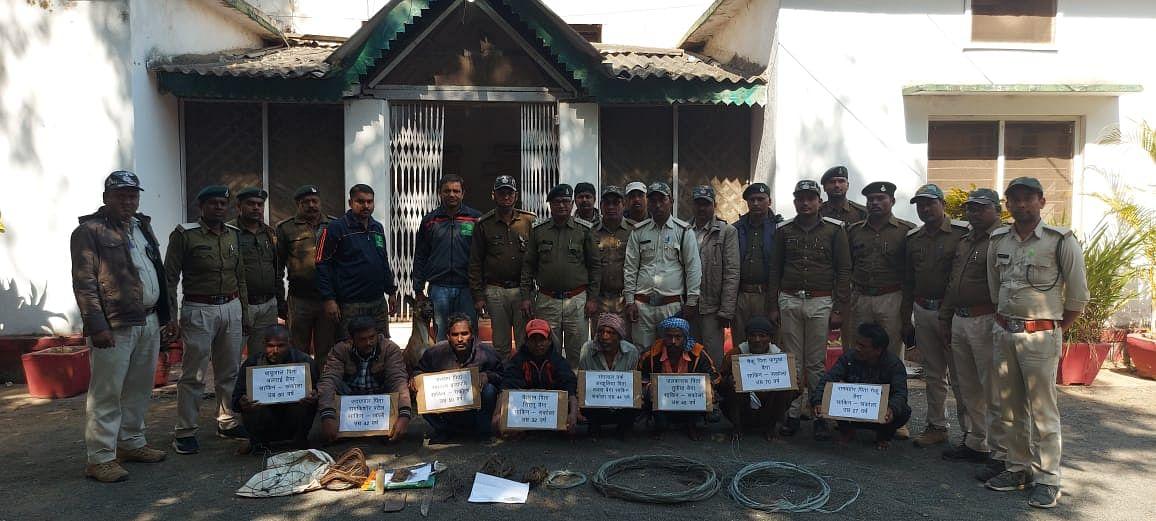 तेंदुए के 8 शिकारियों को गांव से वन विभाग ने किया गिरफ्तार
