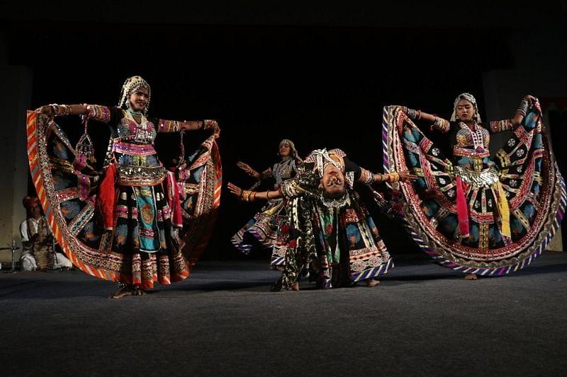 lokanuranjan-fair-fills-the-colors-of-folk-art-under-the-tension-of-corona