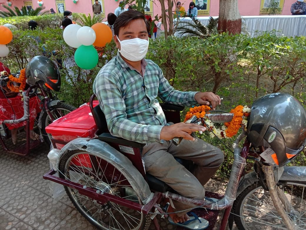 chhattisgarh-motorized-tri-cycle-made-life-easier-for-the-children-of-the-world