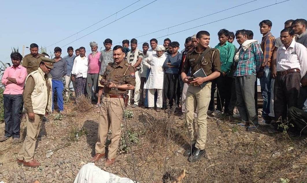 रेलवे लाइन के किनारे मिला युवती का शव, हत्या की आशंका