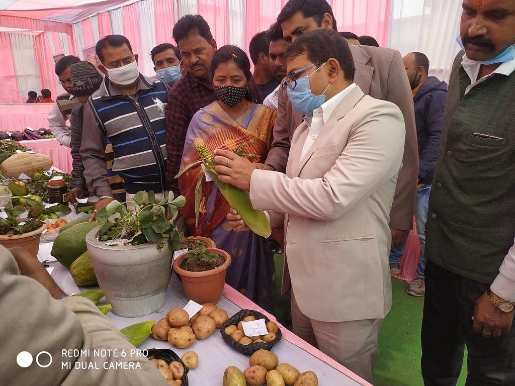 गोला प्रखंड में हुआ कृषि मेला सह प्रादर्श प्रदर्शनी का आयोजन