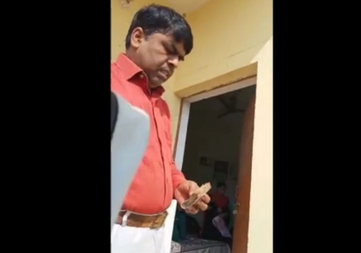 video-of-district-probation-officer-taking-bribe-went-viral-minister-mohsin-raza-took-cognizance