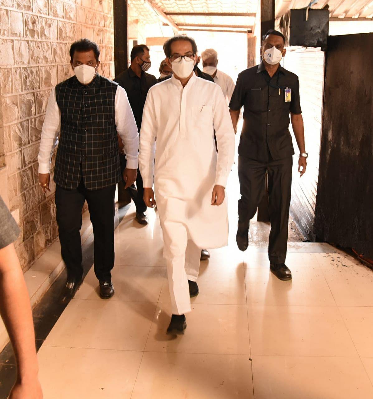 सीएम उद्धव ठाकरे ने पालघर का किया दौरा,अधिकारियों को दिए निर्देश