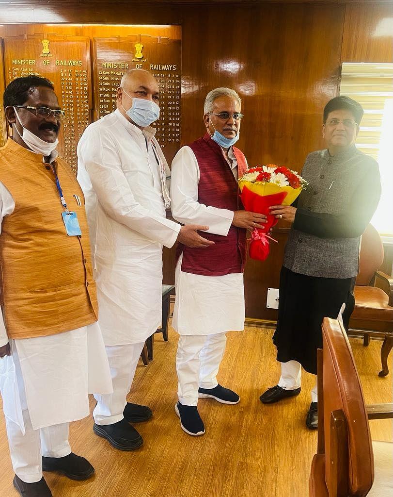 रायपुर : मुख्यमंत्री बघेल ने केंद्रीय खाद्य मंत्री गोयल से की मुलाकात