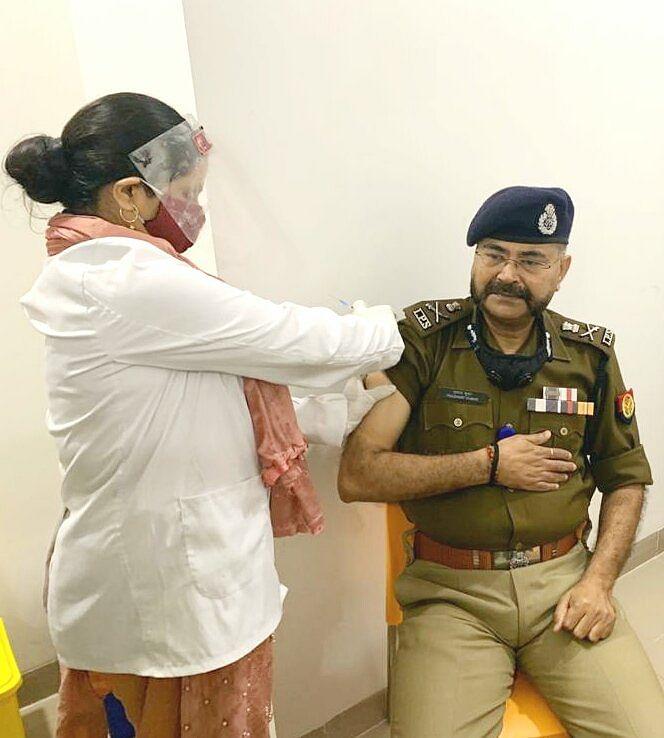 कोरोना  वैक्सीन लगवाने के बाद बोले एडीजी प्रशांत कुमार, वैक्सिनेश को राष्ट्रीय पर्व की तरह लोगों को मनाना चाहिए
