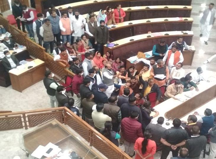 जयपुर हैरिटेज नगर निगम: महापौर ने हंंगामे के बीच किया 783.6 करोड़ रुपये का बजट पेश