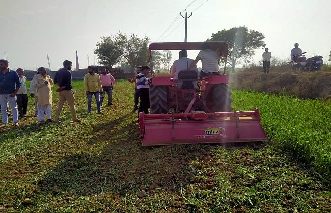 meerut-farmer-plowed-wheat-crop-in-protest-against-agriculture-law