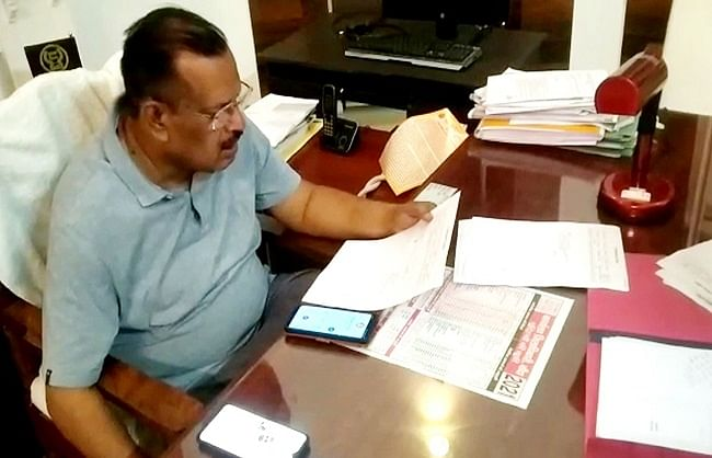 from-the-control-room-of-the-municipality-the-commissioner-took-feedback-on-cleanliness