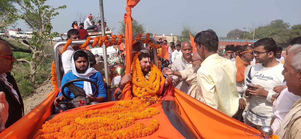 gangaputra-tridandi-swami-gunja-jai-shriram-reached-kalash-in-ballia-border