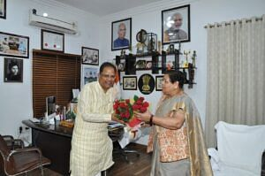 raipur-former-minister-amar-aggarwal-pays-courtesy-call-on-governor