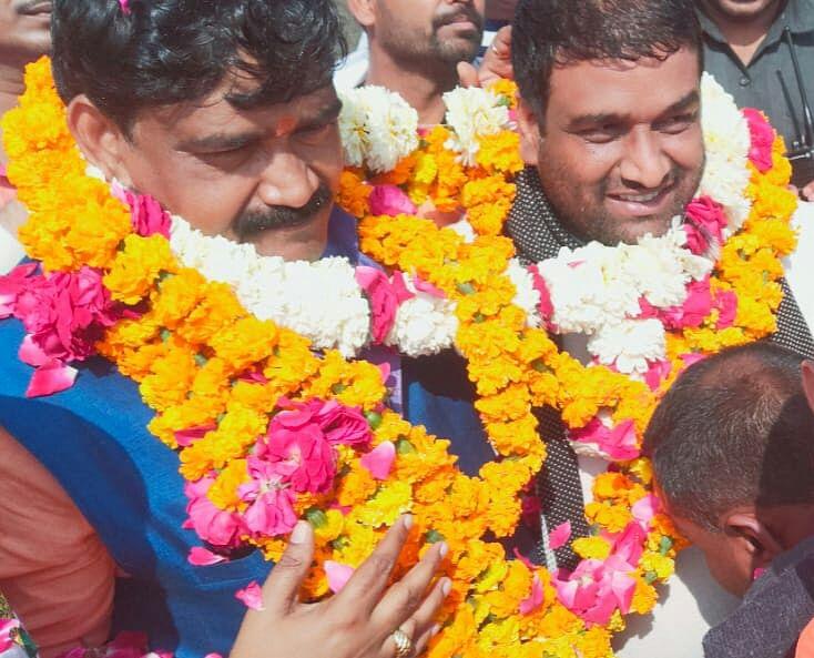 विधायक अनिल सिंह व भाजपा नेता अरुण दीक्षित ,दिलीप दीक्षित ने निकाला सैकड़ों वाहनों का जुलूस