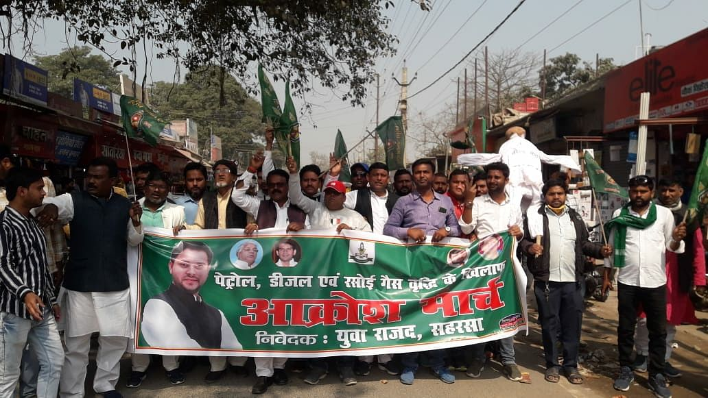 rjd-burnt-effigy-of-pm-to-protest-petrol-diesel-price-hike