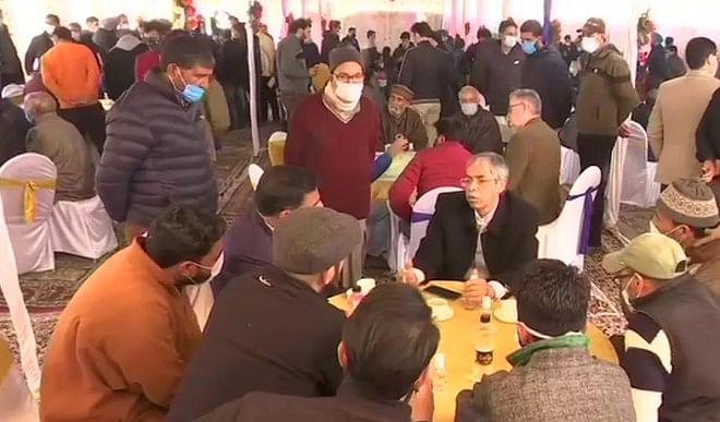 धारा 370 हटाए जानें के बाद श्रीनगर पहुंचा विदेशी राजनयिकों का प्रतिनिधिमंडल, ले रहा घाटी का जायजा