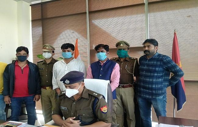 प्रोफेसर से लूट करने वाले दो फर्जी पत्रकार गिरफ्तार