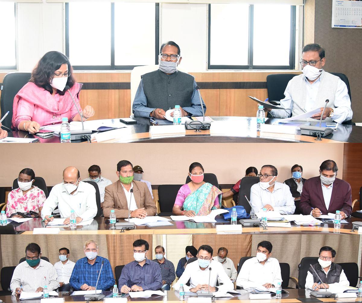 रायपुर : डॉ. टेकाम की अध्यक्षता में आवासीय एवं आश्रम संस्थान समिति की बैठक आयोजित