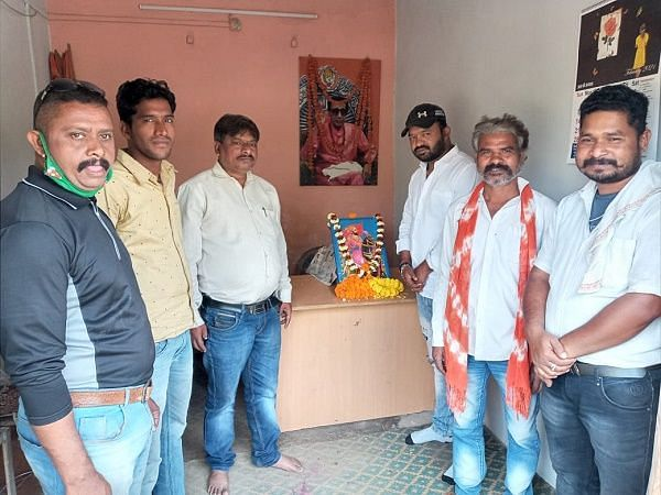 शिव सेना ने मनाई छत्रपति शिवाजी की जयंती
