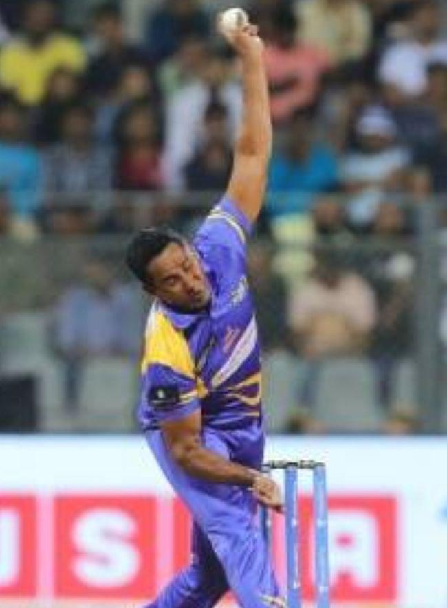 चामिंडा वास ने श्रीलंका के गेंदबाजी कोच पद से दिया इस्तीफा
