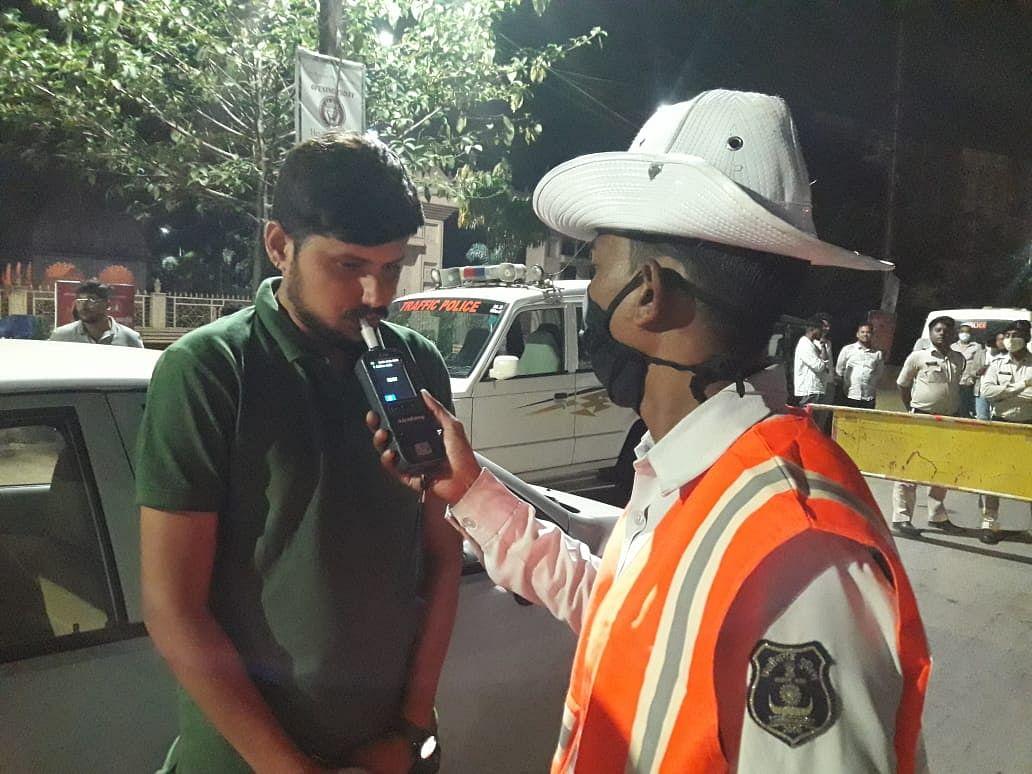रायपुर - नशे की हालत में वाहन चलाने वालों के विरूद्ध रायपुर पुलिस ने चलाया विशेष अभियान