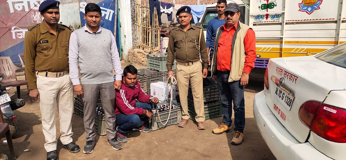 the-product-department-jamui-was-a-huge-success-in-intensive-vehicle-checking-29-cartons-of-foreign-liquor-being-smuggled-from-jharkhand-seized-foreign-liquor