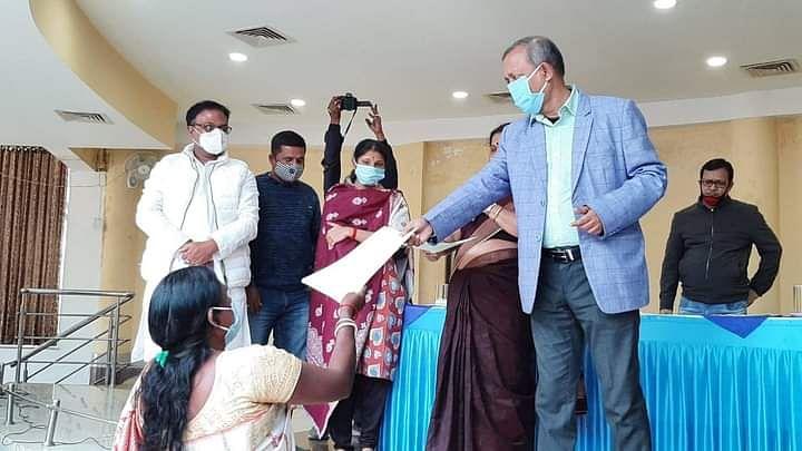 89 जरूरतमंद परिवारों को पर्यटन मंत्री ने दिया जमीन का पट्टा