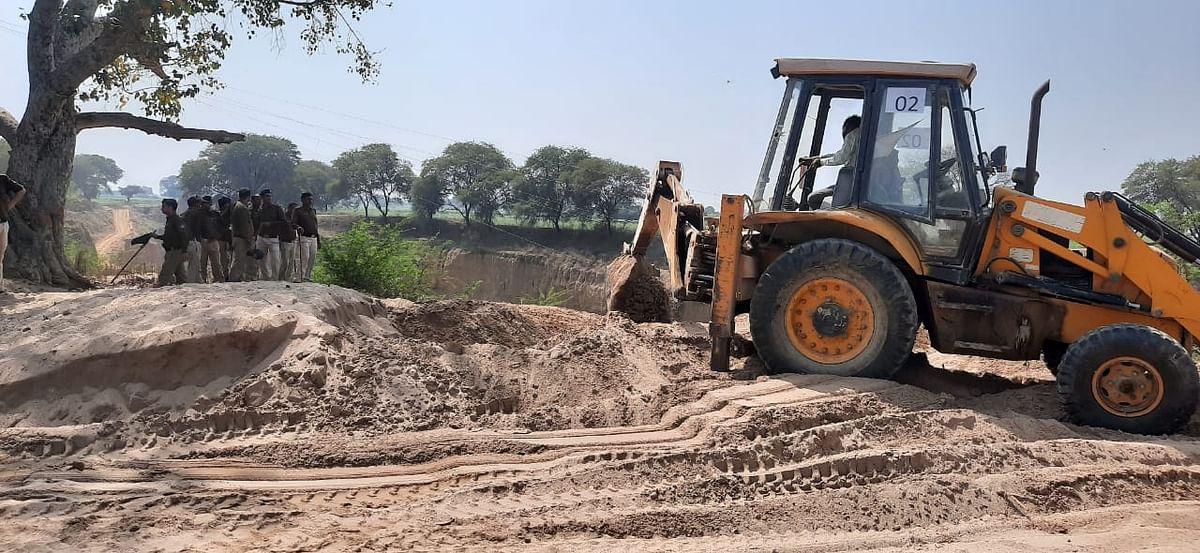 चम्बल किनारे के गांवों में 60 लाख के अवैध डम्प रेत को मिट्टी में मिलाया