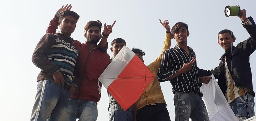 जिला कठुआ में बसंत पंचमी का पर्व धूमधाम से मनाया गया, बच्चों और युवाओं ने पतंगबाजी का लिया जमकर मजा
