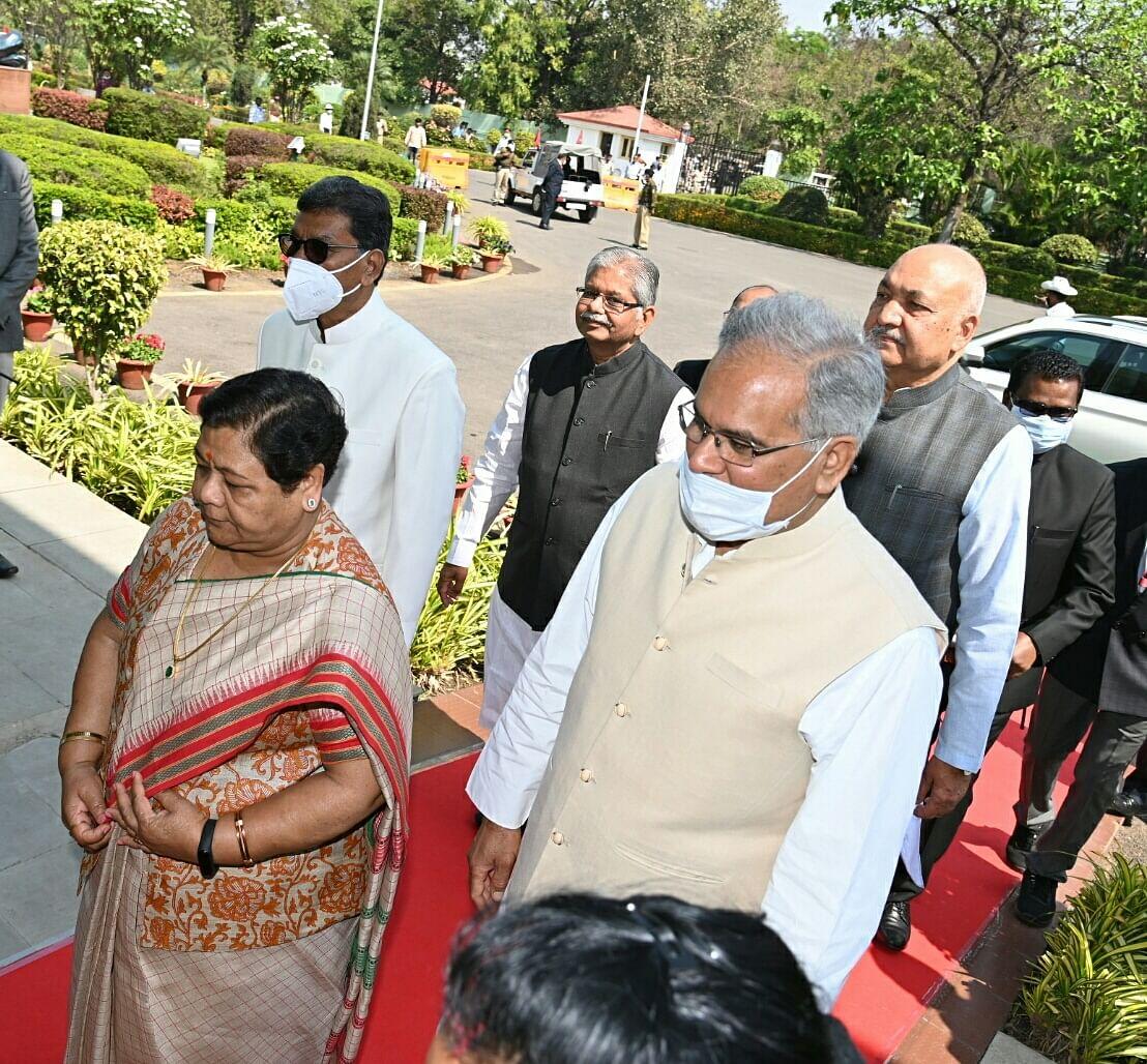 रायपुर : राज्यपाल अनुसुईया उइके के विधानसभा पहुंचने पर हुआ स्वागत