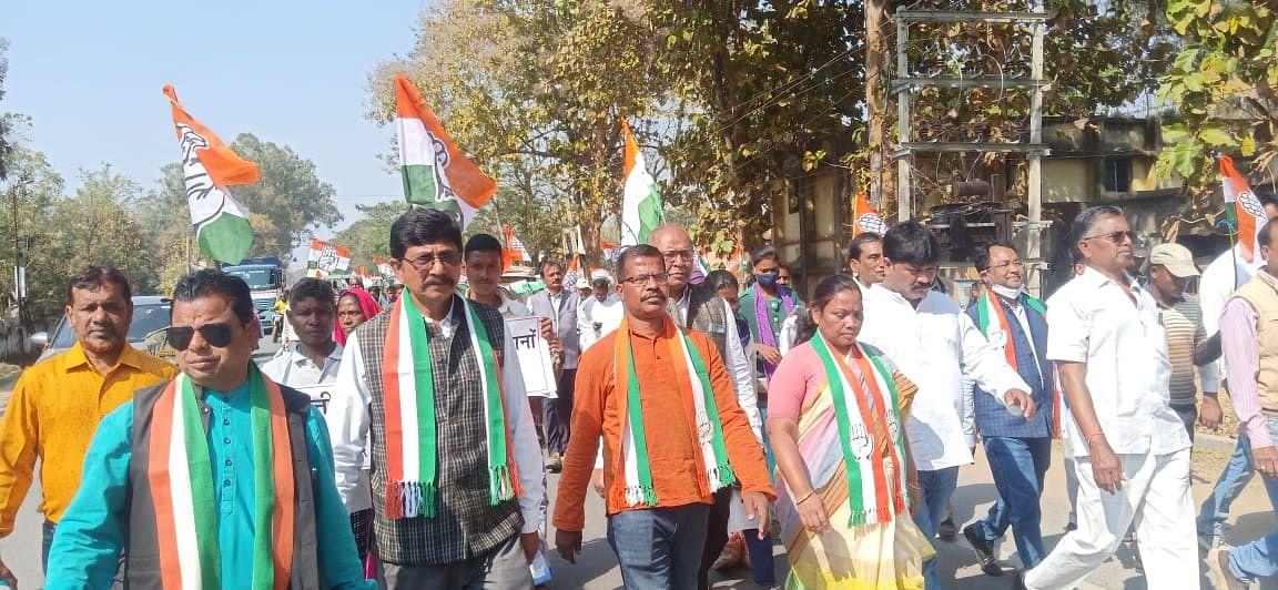 कृषि कानूनों के विरोध में कांग्रेस कार्यकर्ताओं ने निकाली पदयात्रा