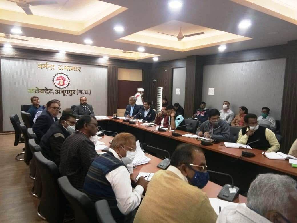 सीएम हेल्पलाइन शिकायतों में उदासीनता बरतने वाले कार्यालय प्रमुखों के विरुद्ध होगी कार्रवाईः कलेक्टर