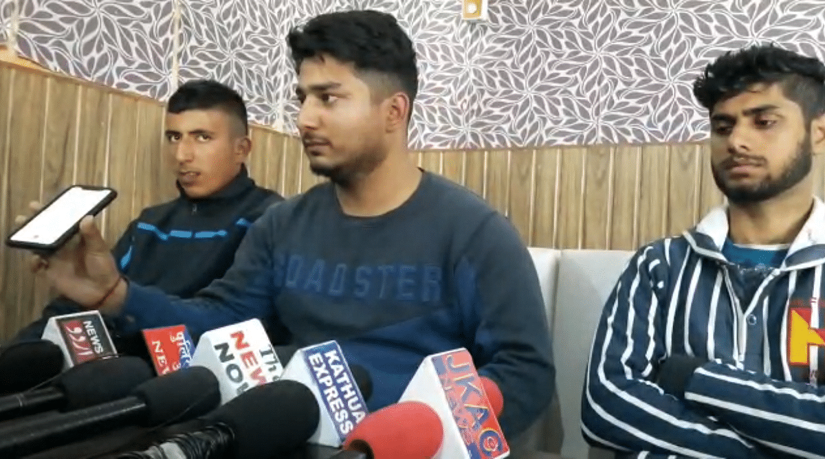 the-youth-of-hiranagar-after-holding-a-press-conference-accused-tehsildar-hiranagar-of-using-abusive-language-and-not-working