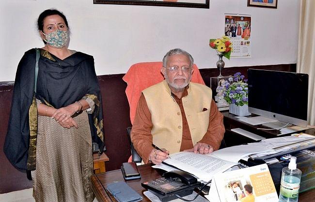 योगी सरकार सोमवार को पेश करेगी पेपरलेस बजट, वित्त मंत्री सुरेश खन्ना ने दिया अंतिम रूप