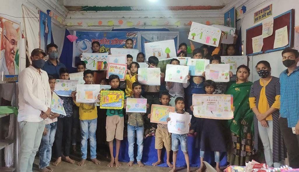 आरा में नेहरू युवा केन्द्र ने जल संरक्षण को ले  चित्र प्रदर्शनी का किया आयोजन