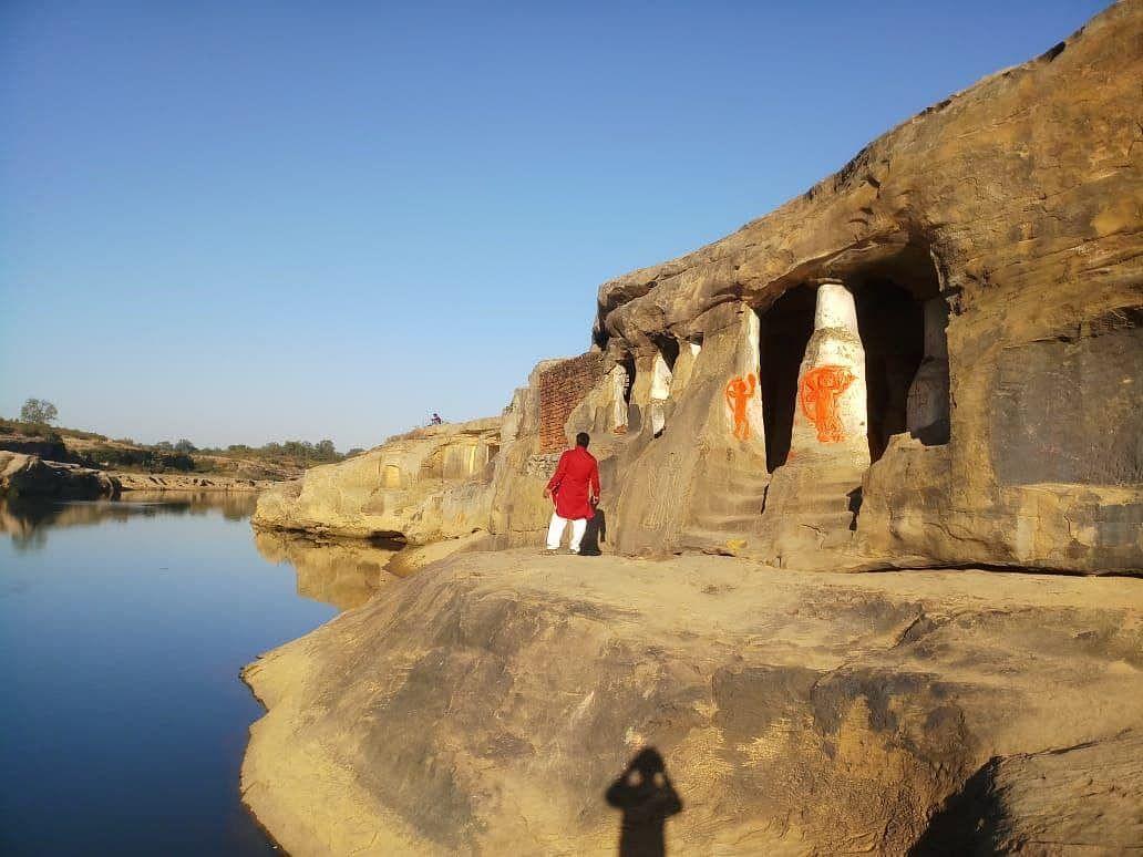 पांडवों ने बिताया था अज्ञातवास, यहां स्थित है पांच गुफाएं